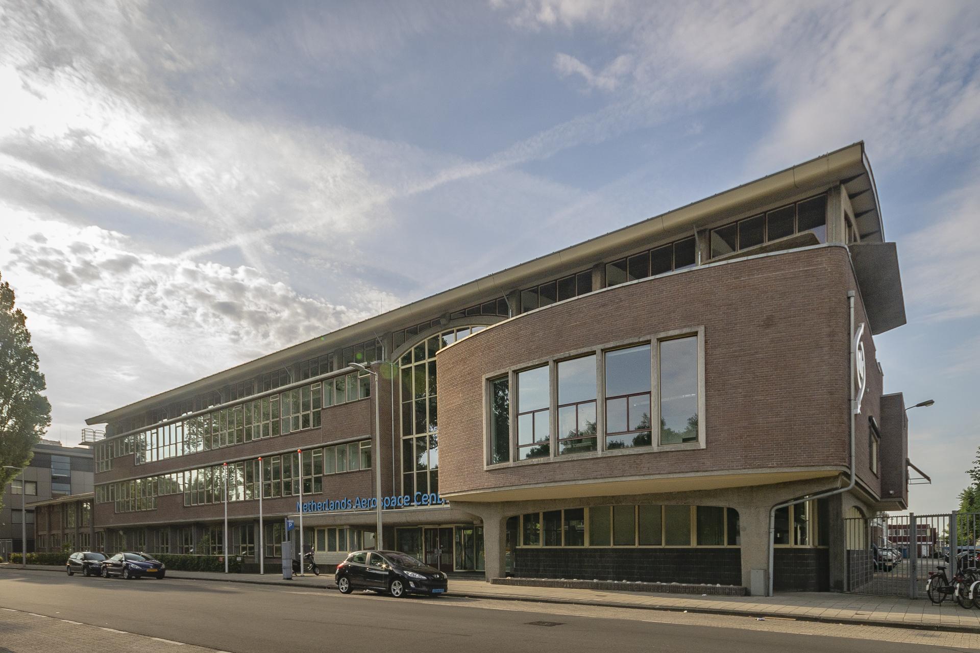 Het gebouw voor het Nationaal Luchtvaartlaboratorium